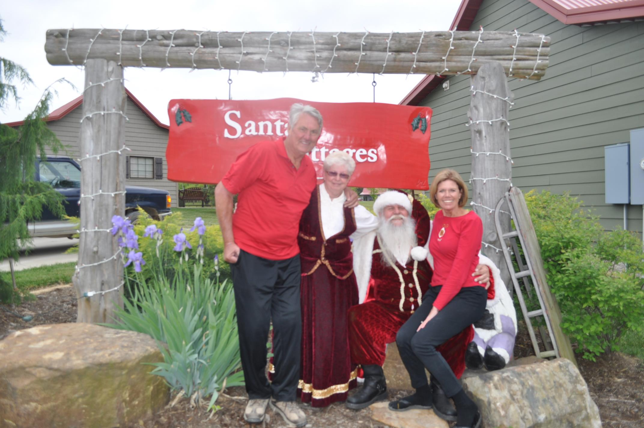 Mr-and-Mrs-Clause-with-couple.jpg